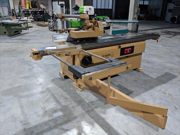 Sliding table saw with spindle moulder