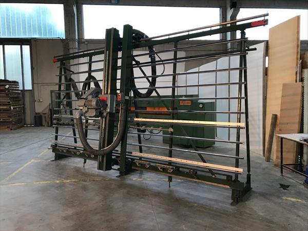 Scie à panneaux verticale GMC KGS 515