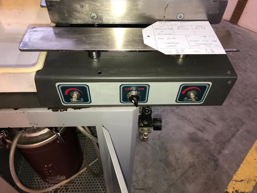 Lepicí stroj pro čepy značky Pizzi - Foto 3