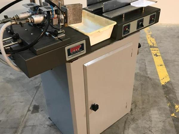 Lepicí stroj pro čepy značky Pizzi - Foto 2