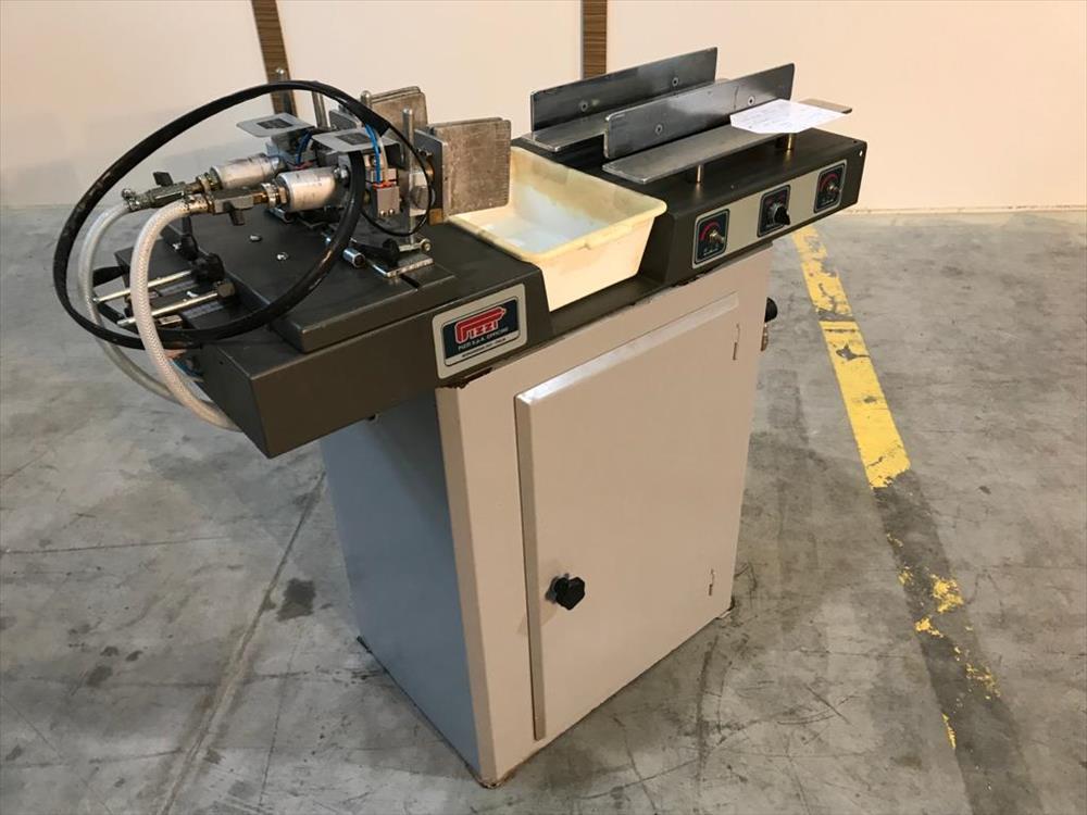 Lepicí stroj pro čepy značky Pizzi - Foto 7
