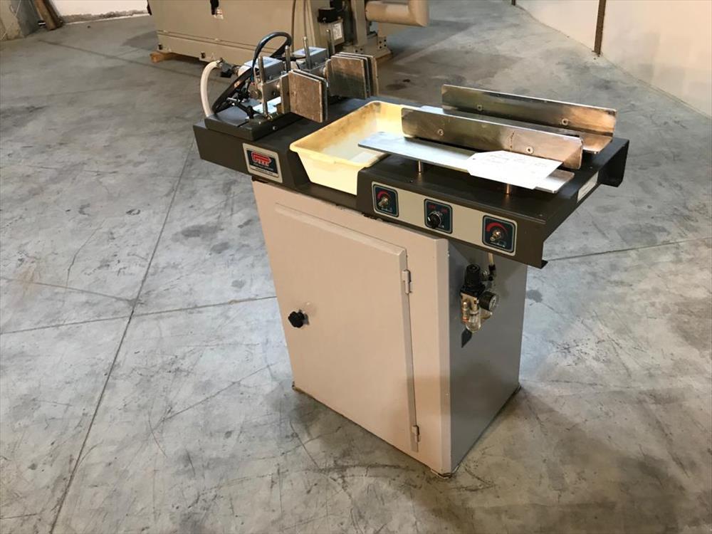 Lepicí stroj pro čepy značky Pizzi - Foto 1