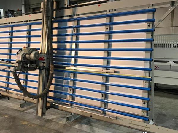 Scie à panneaux verticale GMC KGS400E