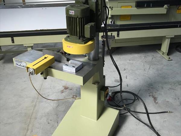 Rašovací stroj pro čepy OM.R1